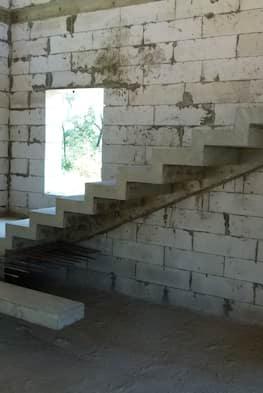 Г-образная бетонная лестница с площадкой - Фото 11