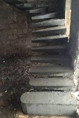 Г-образная бетонная лестница с площадкой - Фото 16