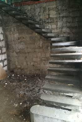 Г-образная бетонная лестница с площадкой - Фото 17
