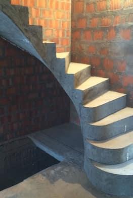 Г-образная бетонная лестница с площадкой - Фото 18