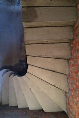Г-образная бетонная лестница с площадкой - Фото 19
