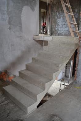 Прямая монолитная лестница от 25 тысяч рублей за метр подъема