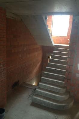 Недорогая лестница из бетона с пригласительными ступенями - 30 000 рублей за метр подъема с материалом