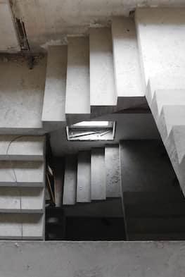 Трехмаршевая бетонная лестница по цене от 115 тыс. рублей с материалами