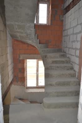 П-образная бетонная лестница с забежными ступенями в Сабурово парке - Фото 7