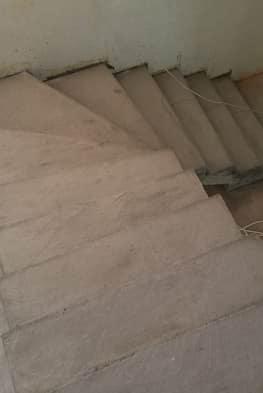 Г-образная лестница с забежными ступенями
