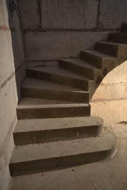 Г-образная бетонная лестница с площадкой - Фото 12