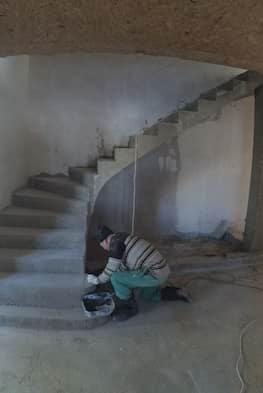 Г-образная бетонная лестница с площадкой - Фото 15