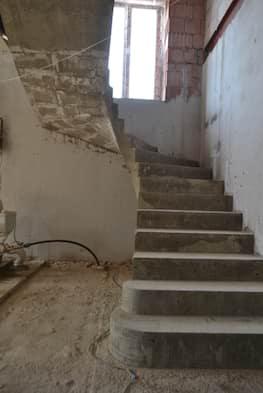 П-образная бетонная лестница с забежными ступенями в Сабурово парке