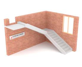 Г-образная бетонная лестница с площадкой на двух тетивах